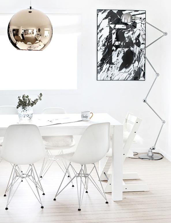 los muebles blancos tambien combinan con paredes blancas,