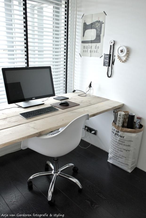 escritorio de estudiantes con luz natural cerca es importante