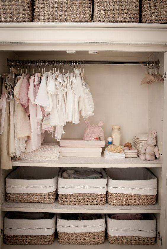 Mantén siempre ordenado el armario de los niños usando cajas