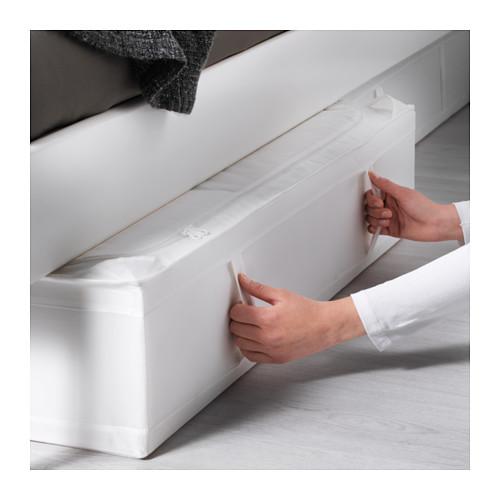 Zapatos ordenados, una opción es ponerlos en cajas debajo de la cama