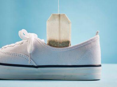 Un truco para que no huela mal la maleta es poner bolsas de te dentro de los zapatos