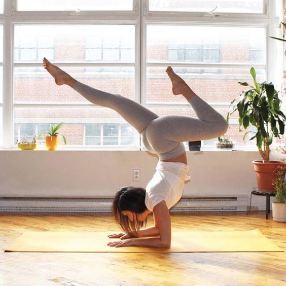 Ejercicios y yoga en casa